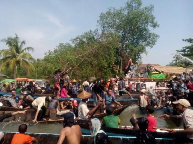 Rolling Boat Race